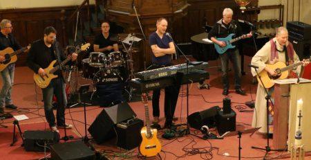 Aarzelende dominee bezoekt Top2000-kerkdienst